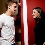 sinais de interesse feminino mais comuns em uma mulher
